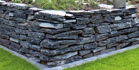 Schiefer schwarz Mauersteine, teilweise gespalten, Körnung ca. 15-40 cm