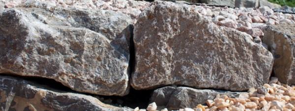 Muschelkalk Mauersteine, maschinengespalten, Körnung 8-15/15-25/30-50 cm, braun-grau